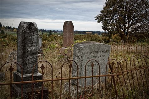 These 12 Terrifying Places In Oregon Will Haunt Your Dreams