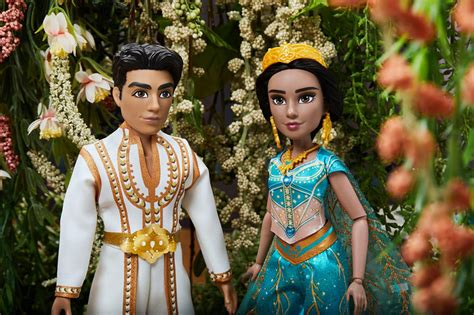 """""""Aladdin"""" Stars React to Seeing Their Hasbro Dolls for the"""